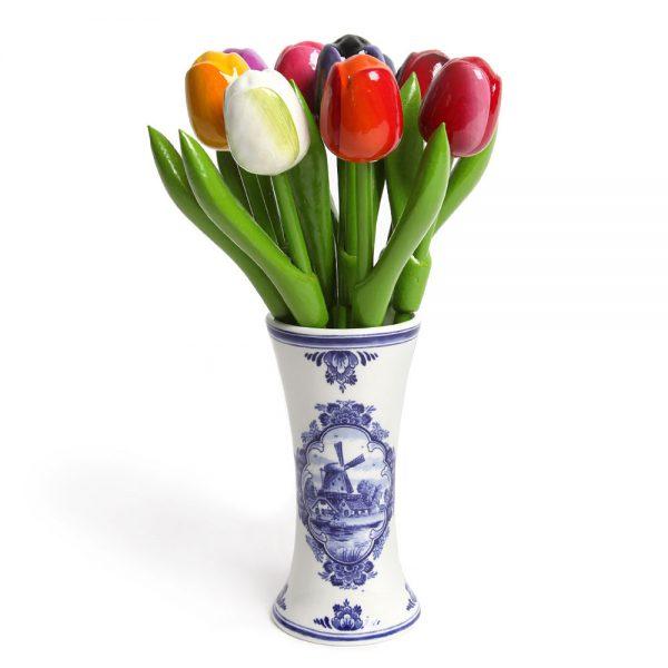 houten-tulpen-in-gemengde-kleuren-rose-in-een-delf-150x150