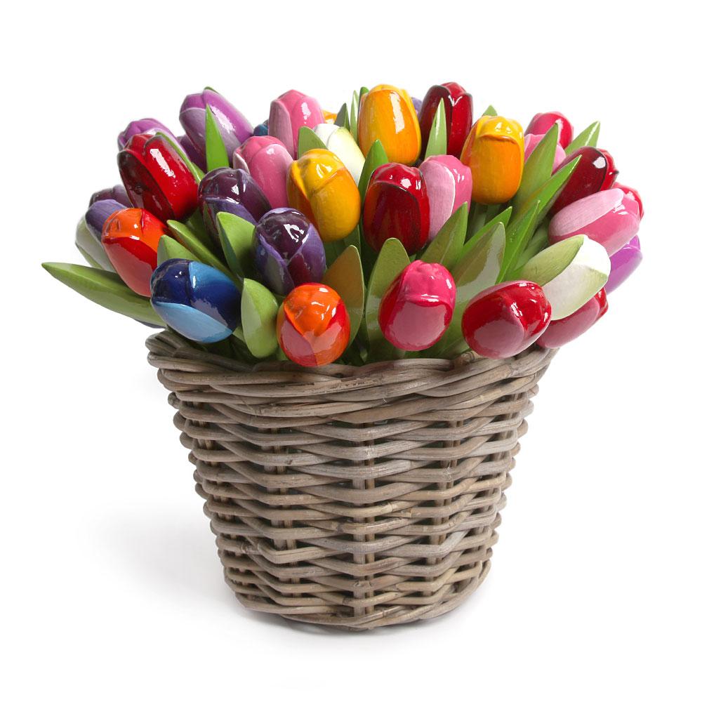 Rieten Mand Kopen.50 Houten Tulpen In Een Rieten Mand Klompenfabriek Nijhuis